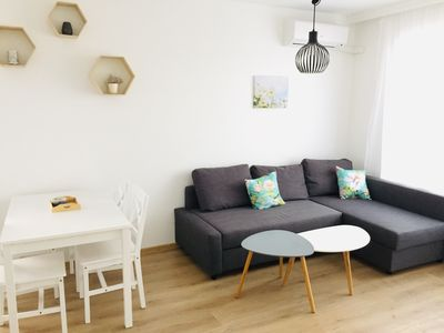 Photo for Elegant and fully renovated apt on top floor