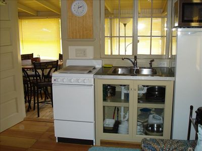 Full kitchen amenities available. Indoor and outdoor eating areas.