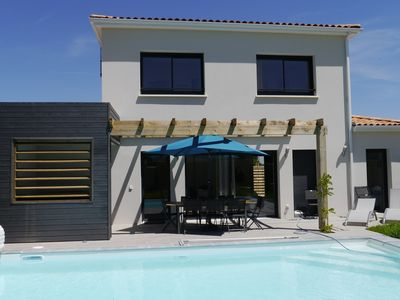 Photo for Villa with aircon, jacuzzi & pool on a residence with tennis