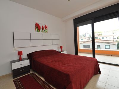 Photo for Apartment Douglas, 250m from the beach, with terrace, air conditioning, wifi