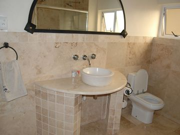 LArge luxury 4 bedroom holiday home