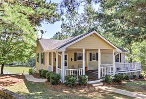Photo for 4BR Cottage Vacation Rental in Buckhead, Georgia