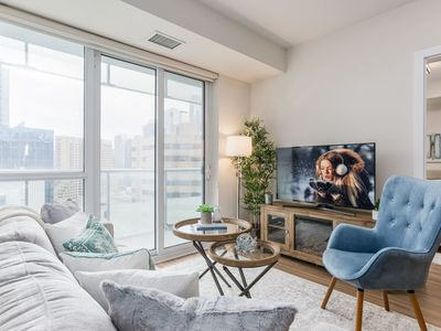 Photo for Stylish 2-Bedroom Downtown Condo