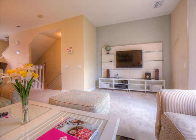 3 Bed, 3 1/2 bath townhome in Vista Cay