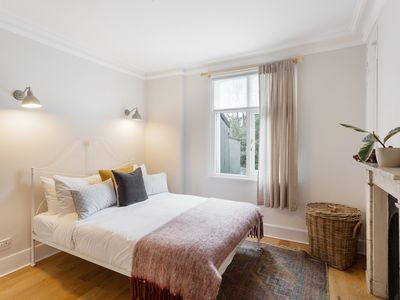 Photo for Stunning 5-Bed Home w/ Garden, in S Kensington