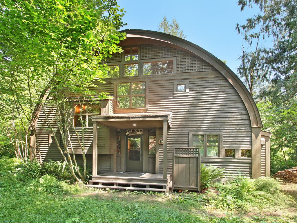 This Beautiful Rental Is A Unique Barrel Shaped Home With Unbeatable River Access