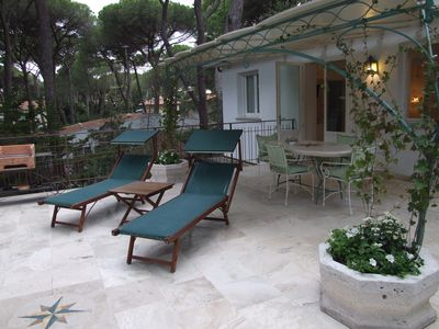 Photo for Apartment with large terrace near the sea. Ireos.