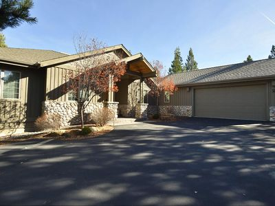 Photo for 2 Red Cedar Lane: 4 BR / 3 BA home in Sunriver, Sleeps 10