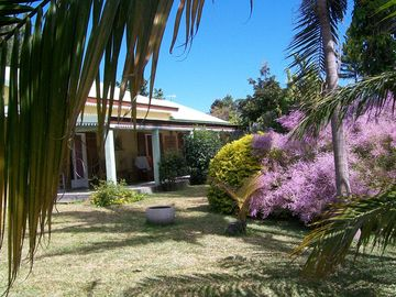 Villa 200m2 ground floor 8pers. 2000m2 tropical garden with trees, closed sea view, mountain