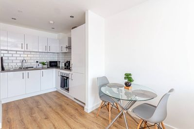 A 2 Bed Birmingham City Apartment With Wifi And Netflix A Home