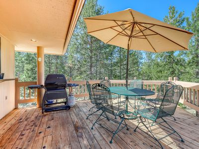 Photo for Comfortable Sunriver home w/ a private hot tub and WiFi! Free SHARC access!