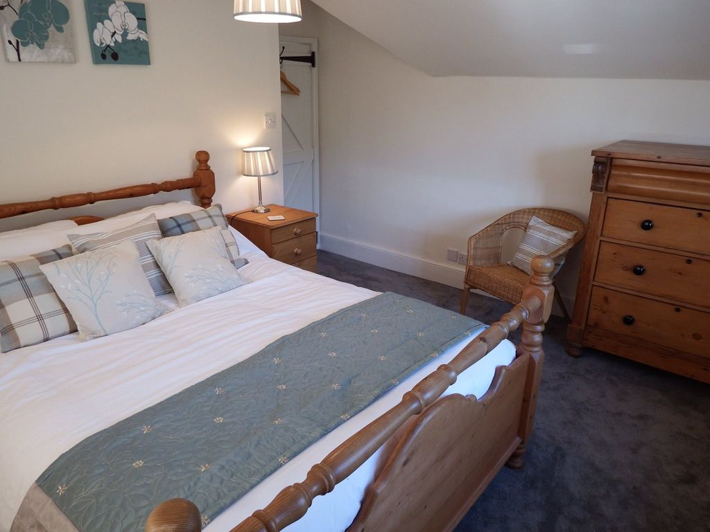 presteigne house rental kingsize bedroom with double aspect views room for cot or z