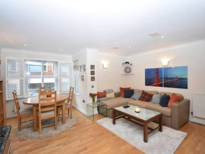 Photo for Contemporary 2BR flat in Fulham!