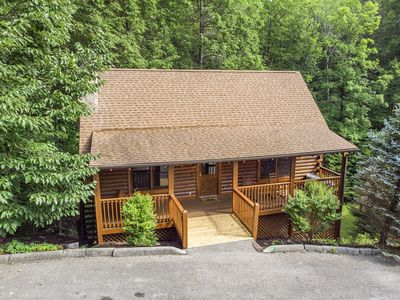 ER310 Country Bear Cove- Great location- Close to town