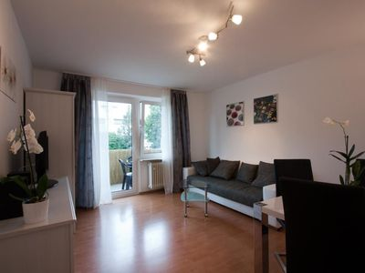 Photo for 2 room apartment in a central location near U4 for 4 persons with balcony and WiFi