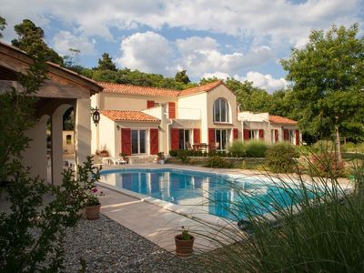 Photo for Villa with private pool and panoramic views over the mountains