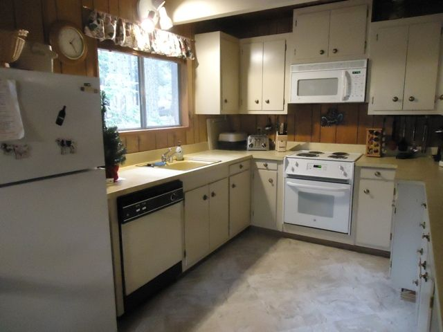 Hicks Tree Fort. Perfect place for relaxing w 3 bedrooms, 2 baths, sleeps 8.