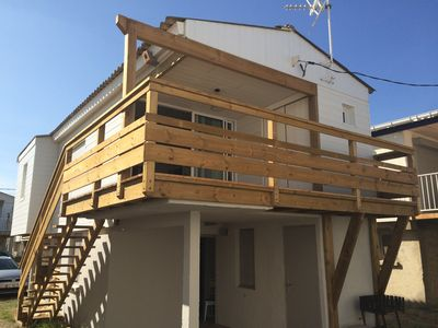 Photo for Small chalet on stilts at Gruissan Plage. Relaxation assured.