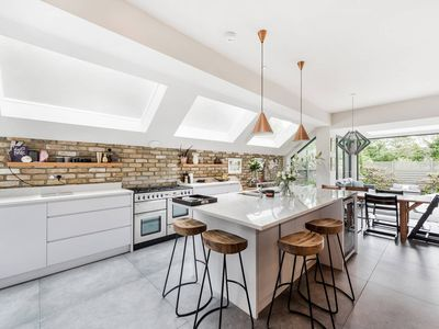 Photo for Fun, Stylish 5-Bed Family House in Kensal Green