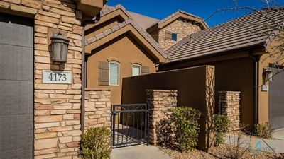 Photo for 2 Master Suites,Free Wi-Fi, pool, hot tub, BBQ , Patio, 32 mi from Zions