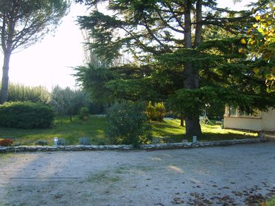 Photo for Quiet villa in 2000m shaded park, swimming pool, not vis-à-vis