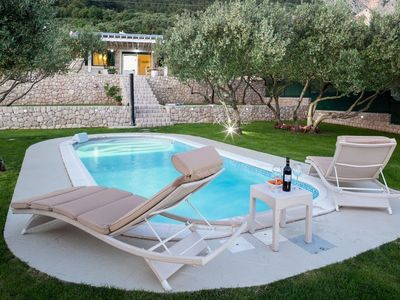 Photo for 888 m from the center of Makarska with Internet, Pool, Air conditioning, Parking (740177)
