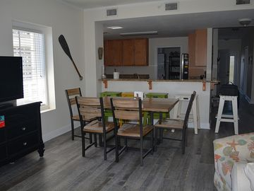 Spacious Upscale Condo With All Of The Comforts Of Home