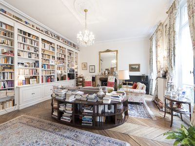 Stunning Parisian flat moments from Champs Elysées & the Eiffel Tower (Veeve)