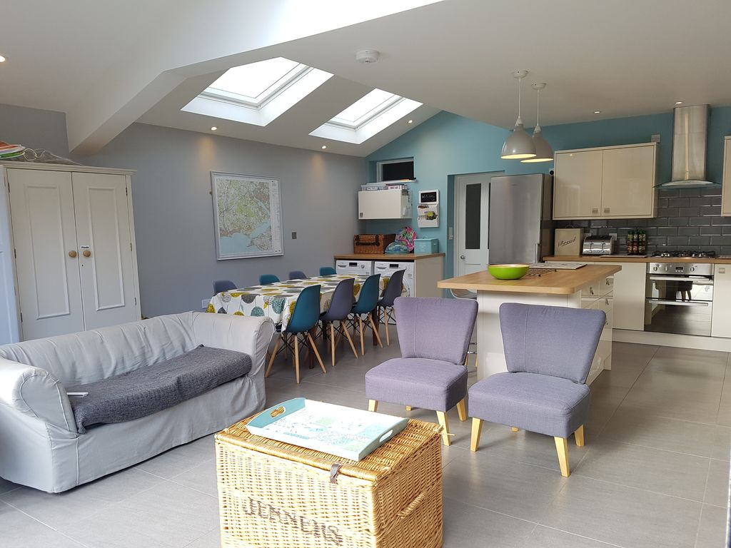 Lovely Close To Village Amenities U0026 Station, 5 Bedroom House, Large South Facing  Garden Amazing Ideas