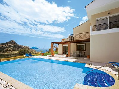 Photo for A villa well located for exploration, just 200m from the beach & 3 resorts within a short drive