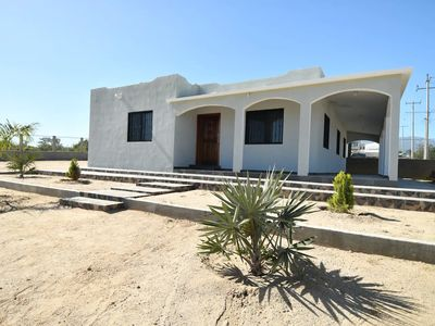 Photo for Spacious House w / 3 bedrooms, full kitchen, tv room