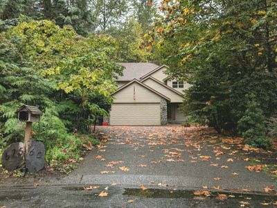Photo for Spacious, Private Home, WIFI-Access to Pool Gym and Hot tub