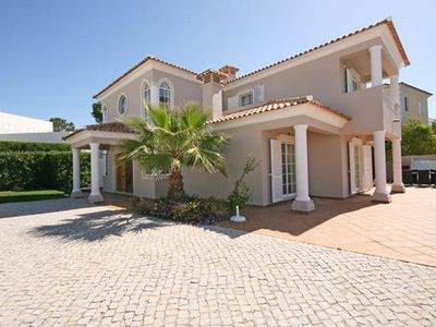 Photo for Spacious 4 Bedroom Villa, Private Pool in Varandas do Lago