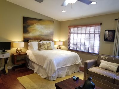 Newly Remodeled min from Biltmore Fashion Square! Close to fabulous restaurants