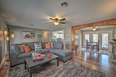 Plan your next Grand Rivers getaway to this freshly updated vacation rental!