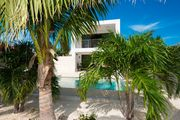 One bedroom Romantic Villa perfect for a couple and a short walk to Grace Bay Beach & Turtle Cove