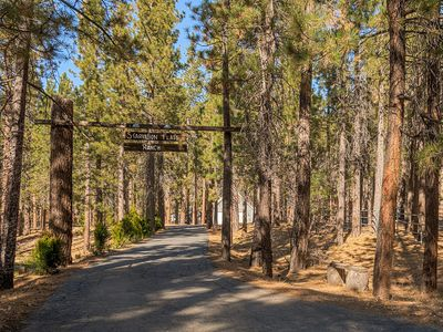 Family friendly retreat, private forested acreage