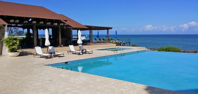 Photo for 3BD Luxury condo on quiet sandy beach, with pool, A/C, internet, cable TV