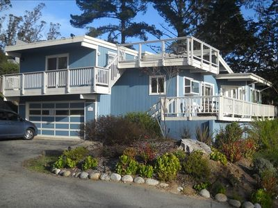 Harbor Vista: split-level home with 2 decks and panoramic ocean views