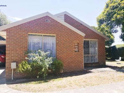 Photo for Ringwood East 2 bedroom Unit 400m to station unlimited wifi