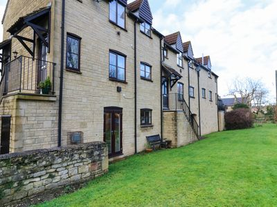 Photo for 11 THE MALTINGS, with a garden in Bradford-On-Avon, Ref 969883