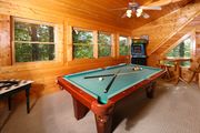 Beautiful Smoky Mtn Views! Pool Table, Hot Tub, Arcade Game. Free Access to Pool, Golf, Putt Putt...