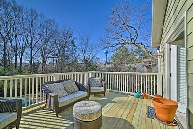 This centrally located condo is 1 block from Oxford.