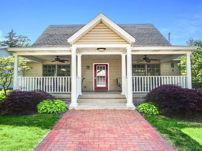 Family-friendly cottage within steps of downtown - 2 dogs welcome!