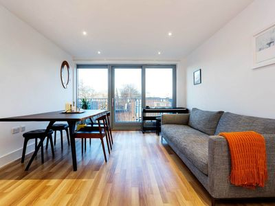 Photo for Smart 1 bedroom apartment located in popular East London (Veeve)
