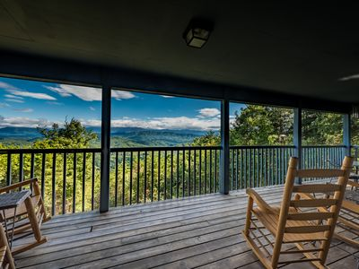 Breathtaking Views of Smoky Mts, Minutes from Gatlinburg, Perfect Retreat