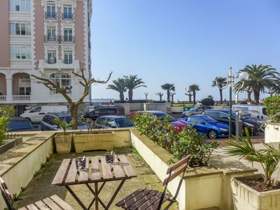 Photo for 2 bedroom Apartment, sleeps 4 with FREE WiFi and Walk to Beach & Shops