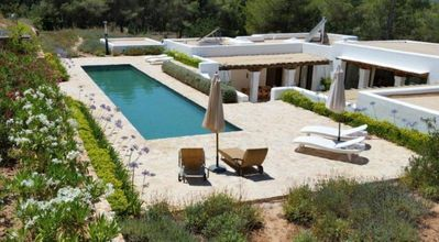 Photo for 4 bedroom Villa, sleeps 6 with Pool, FREE WiFi and Walk to Shops