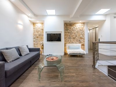 Photo for Stunning 2BDR/2Bath Apt near rue d'Antibes