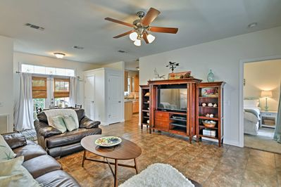 The home offers 2 bedrooms, 1 bathroom and sleeping for 6.